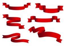 Czerwoni glansowani tasiemkowi wektorowi sztandary ustawiający Faborek kolekcja odizolowywająca na białym tle royalty ilustracja