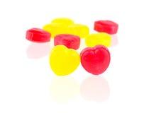 Czerwoni i żółci cukierków serca Fotografia Royalty Free