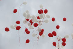 Czerwoni i biali baloons Zdjęcia Royalty Free