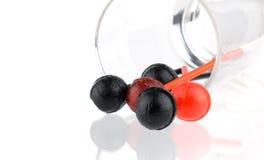 Czerwoni i czarni lizaki nalewali od szkła Fotografia Royalty Free