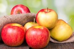 Czerwoni jabłka obraz stock