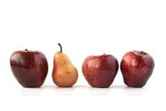 Czerwoni jabłka i śliwka na bielu Fotografia Stock