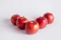 Czerwoni jabłka na białym tle Zdjęcia Stock