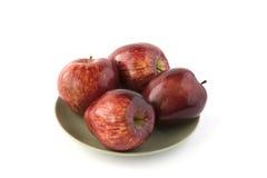Czerwoni jabłka na zielonym naczyniu Obrazy Royalty Free