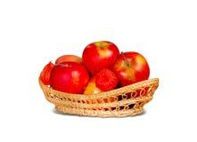 Czerwoni jabłka w koszu Obraz Royalty Free