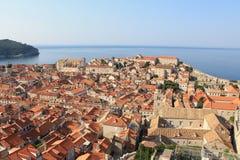 Czerwoni kafelkowi dachy w historycznym centre Dubrovnik Chorwacja zdjęcie royalty free