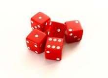 Czerwoni kasynowi kostka do gry na białym tle Zdjęcie Royalty Free