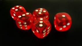 Czerwoni kostka do gry na Czarnym tle Obrazy Stock
