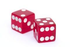Czerwoni kostka do gry odizolowywający na białym tle Fotografia Royalty Free