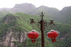 Czerwoni lampiony na wsporniku Zdjęcie Royalty Free