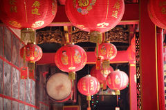 Czerwoni lampiony przy Chińską świątynią fotografia stock