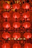 Czerwoni lampiony przy nocą dla chińskiego nowego roku Fotografia Stock