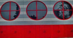 Czerwoni okno i drzwi zdjęcie stock