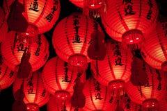 Czerwoni papierowi lampiony zbierający wpólnie zdjęcie stock
