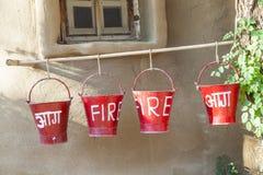 Czerwoni pożarniczy wiadra wypełniający z piaskiem Fotografia Royalty Free