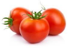 Czerwoni pomidory z cięciem odizolowywającym na bielu Obrazy Stock