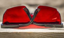 Czerwoni przemysłowi okulary przeciwsłoneczni Zdjęcie Royalty Free
