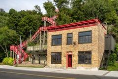 Czerwoni schodki w Levis Quebec fotografia stock