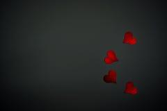 Czerwoni serca i czarny tło Obraz Stock