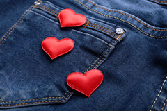 Czerwoni serca na cajg kieszeni Zdjęcie Stock