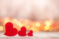 Czerwoni serca na drewnianym tle Zdjęcie Royalty Free