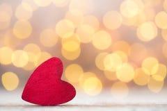 Czerwoni serca na drewnianym tle Zdjęcie Stock