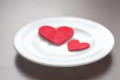 Czerwoni serca na talerzu Zdjęcie Royalty Free