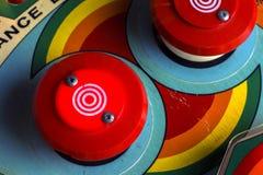 Czerwoni zderzaki na retro pinball maszynie Zdjęcia Royalty Free