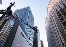 Czerwony światła ruchu Signage miasta transportu budynek Obrazy Stock
