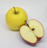 Czerwony żółty jabłko z zielenią Zdjęcie Royalty Free
