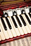 Czerwony akordeon i szkotowa muzyka zdjęcie stock