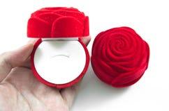 Czerwony Aksamitny jedwab róży pudełko dla obraz stock