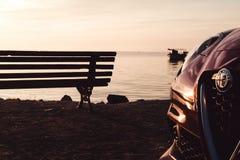 Czerwony alfa Romeo w plaży Zdjęcia Stock