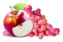 Czerwony Apple i czerwony winogrono odizolowywający z ścinek ścieżką Zdjęcie Royalty Free