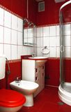 czerwony łazienki Zdjęcia Royalty Free