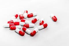 czerwony białe pigułki zdjęcia stock