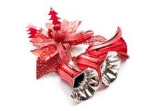 Czerwony boże narodzenie dzwonu dekoraci obwieszenie na bielu Fotografia Stock