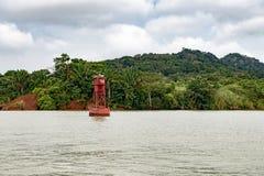Czerwony boja, nawigaci boja przy Panamskim kanałem obrazy royalty free