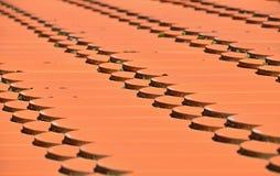 Czerwony brown ceramiczny dachowych płytek deseniowy tło obraz stock