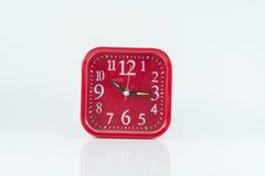 Czerwony budzik odizolowywa na białym tle Zdjęcia Royalty Free