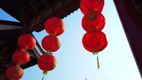 Czerwony Chiński latarniowy obwieszenie w joss domu, chińczyk świątynia lub 4k ultra HD zwolnione tempo, dla świętuje Chińskiego  zdjęcie wideo
