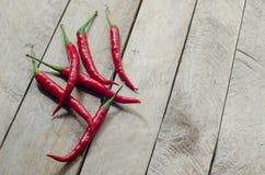 Czerwony chili na drewnianym tle Zdjęcie Royalty Free