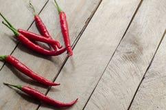Czerwony chili na drewnianym tle Obrazy Royalty Free