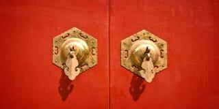 Czerwony chiński antykwarski drzwi Fotografia Royalty Free
