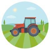 Czerwony ciągnik na rolnym polu Obrazy Royalty Free