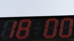 Czerwony cyfra zegar 18 00 Zdjęcia Royalty Free