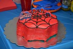 Czerwony czarny urodzinowy tort Zdjęcia Stock
