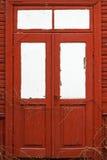 Czerwony drewniany drzwi. zdjęcie stock