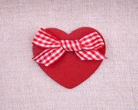 Czerwony drewniany hearth z łękiem Zdjęcia Stock