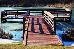 Czerwony drewniany molo fotografia stock